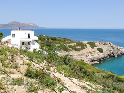 Photo for Hermes House, Plaka. Luxury clifftop villa with large infinity pool & sea views.