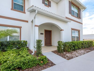 Photo for Amazing 4 Bedroom 3 Bathroom Storey Lake Only 8 Minutes To Disney #384