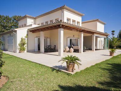 Photo for Large villa with pool and beautiful garden from 20 minutes from the beach.