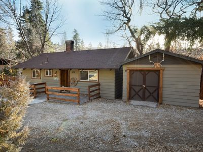 Photo for Silver Moon Lodge: WiFi! Pet Friendly! Fenced Yard! Large Flat Screen TV! Propane Barbecue!