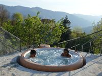 Gorgeous accomodation with relaxing pool area in the hills of the italian Riviera
