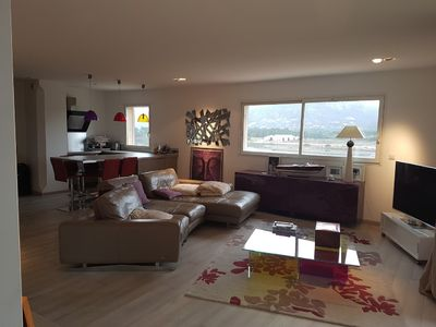 Photo for 110 m² air-conditioned apartment 2 minutes from the port