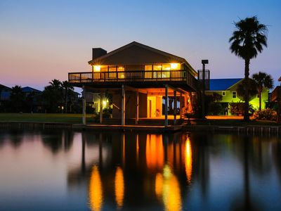 Beautiful Canal Front Home. Gorgeous Sunrise and Sunset Views
