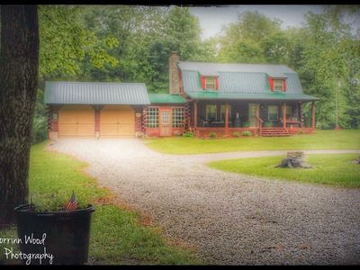 ENJOY THE PEACEFUL SURROUNDINGS AT SONSHINE CABIN AND HAVE A RELAXING TIME.
