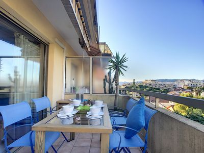 Photo for Holiday rental with swimming pool and tennis court in Juan-les-Pins