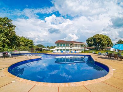 Photo for Amazing location/2 min from Coffe National Park/Outdoor Pool/ Free WiFi & Parkgn