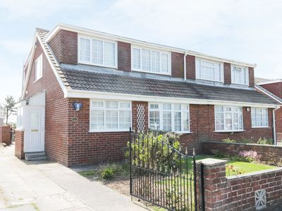 Photo for SEASPRAY, pet friendly, with a garden in Withernsea, Ref 971050