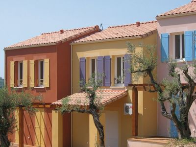 Photo for Comfortable holiday home on a park with a swimming pool in Provencal Nyons