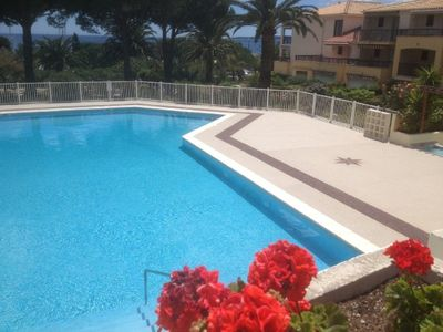 Photo for Apartment 6 people, swimming pool, parking, beach and shops at 100 meters