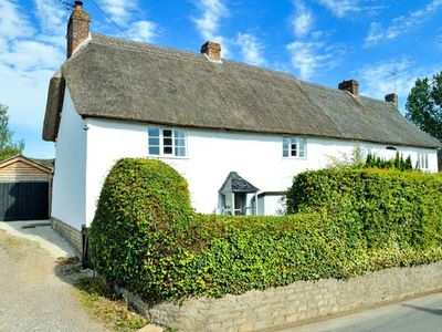 Photo for PRIDES COTTAGE, pet friendly in Child Okeford, Ref 953180