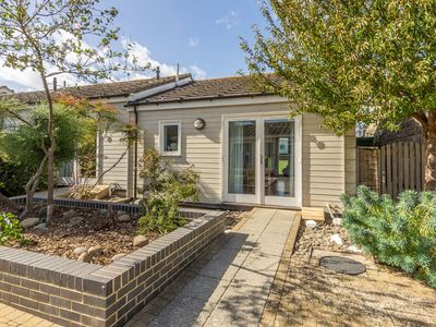 Photo for Single-storey, one-bedroom cottage with open plan kitchen, living and dining