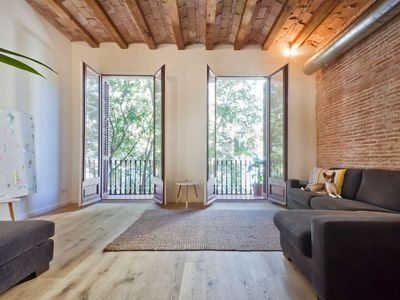 Photo for Ultra modern 2bed apartment on a quiet tree lined street next to Arc de Triomf