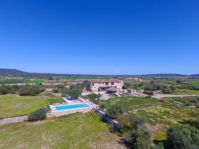 Photo for Spacious finca with large pool in Vilafranca de Bonany