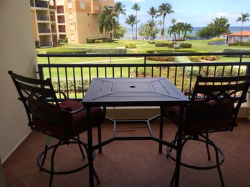 Beachfront modern condo, Golf, Beach, Pool, WiFi and more