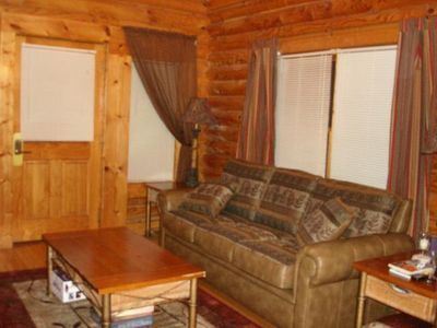 Log Cabin with Full Resort Amenities just a Mile from the Parkway