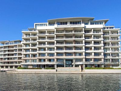 Photo for Luxury Apartment close to the V&A Waterfront.