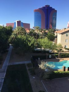 Beautiful Three Bedroom All New Just Minutes From The Strip
