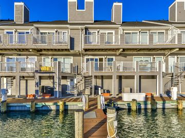 Luxurious 2 bedroom townhouse in gated community styled immaculately, has outdoor pool and small playground, located downtown by bay water with a stunning view of the marina!