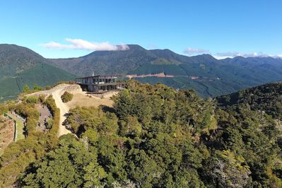 Peak View Retreat sits on the top of a mountain with 360 degree views