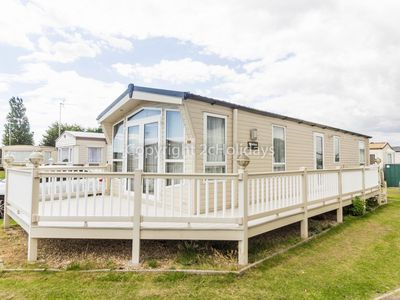 Photo for 6 berth mobile home with decking to hire in Naze Marine, Essex.