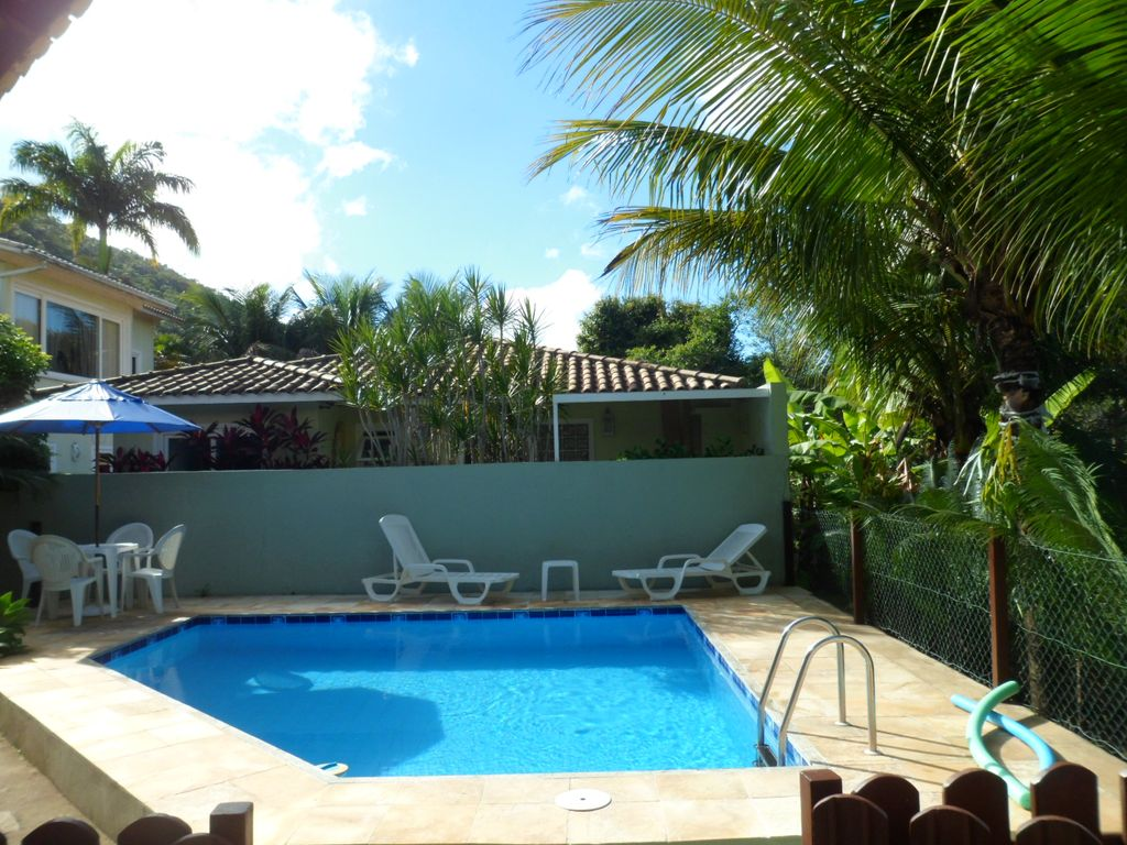 House with swimming pool 4 bedrooms 2 suites in for Houses with 4 bedrooms and a pool
