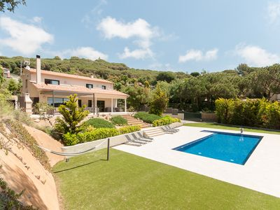 Photo for Luxury villa with private pool, for 10 + 4 persons, sea view, wheelchair accessible