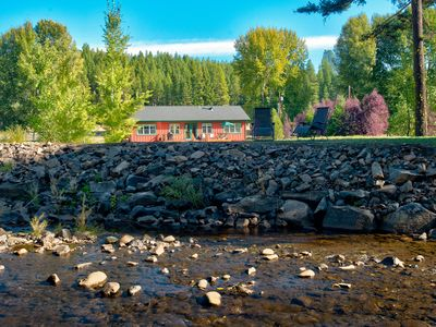 Photo for Relaxing riverfront home in the Cascades - great for families