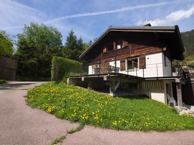 Photo for 4 bedroom Chalet, sleeps 12 with FREE WiFi
