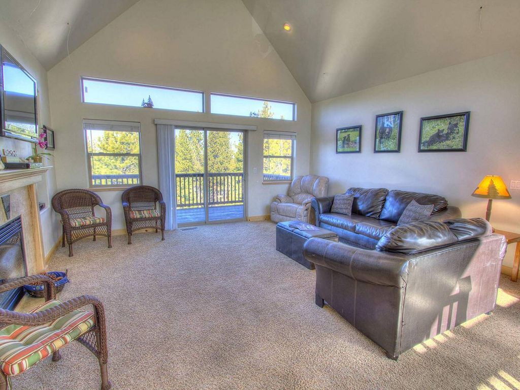 Large Luxury Home with Lake Views (HCH1218)
