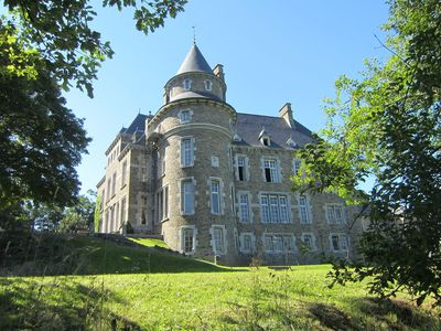 main building of a castle in the valley of Aisne