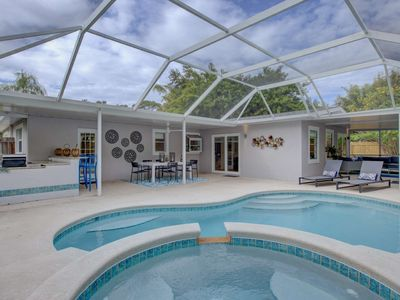Photo for Walk to Waters Edge, WiFi, Dogs Allowed, 50's Retro Furnishings,  Den, Newly Renovated, Pool, Fence