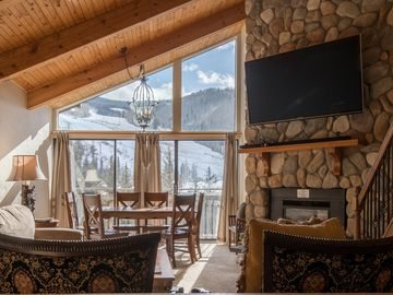 Gorgeous Vail Condo! Walk to ski lifts or take the free front door shuttle!
