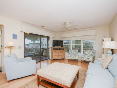 Photo for 12 Beachside-Pretty Beach Cottage in South Beach Marina Area.
