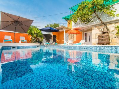 Photo for House 616 m from the center of Tinjan with Internet, Pool, Air conditioning, Parking (1012367)