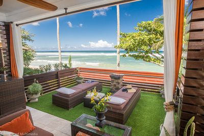 The Hoku private deck over looking the pacific ocean and sandy white beach 10/14