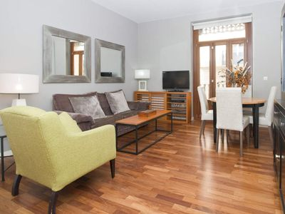 Photo for TRIN 2. 2 Bedroom Apartment with balcony. Old Town. Valencia.