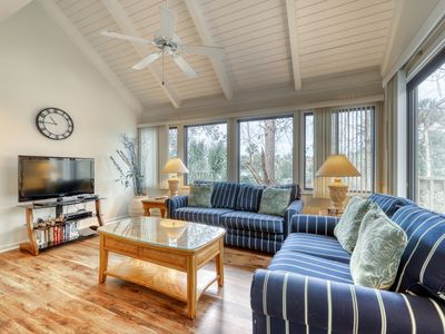 Photo for Quiet getaway with shared pool and beach access, dog-friendly attitude!