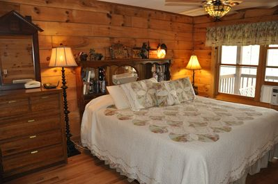 Skip S Is A Charming Log Cabin In The Heart Of The