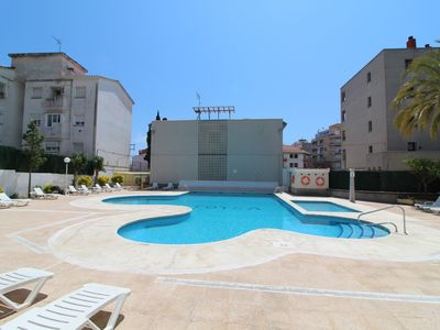 Photo for Apartment with pool and private parking