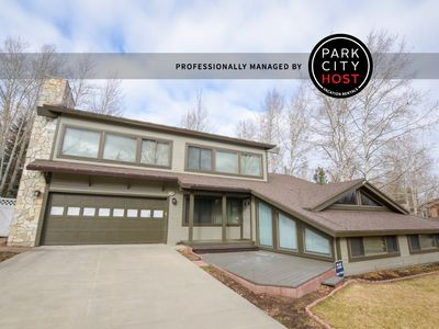 Photo for Newly remodeled 4 BD Home - Pet Friendly- Slps 14