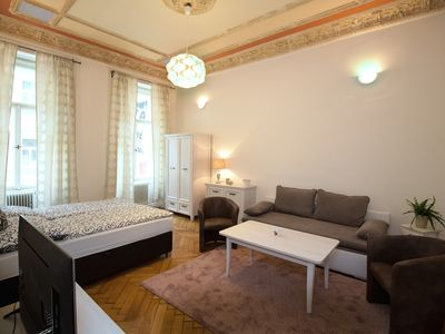 Photo for Cozy 2 Bedroom Apartment - City Center