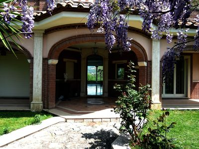 Photo for Elegant, well connected with private pool. With views over Tivoli Villa Adriana