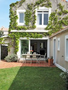 Photo for Heart of Old St Gilles, spacious house with beautiful quiet garden
