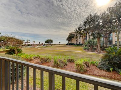 Photo for Quiet getaway with shared pool, hot tub, tennis courts, and beach access