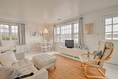 The well-appointed interior has a fully equipped kitchen, 2 bedrooms, and 1 bath