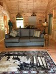 Delightful Carriage House, a 5-minute walk from Paradox Lake beach