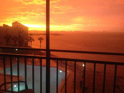 Gorgeous months retreat, Quiet, On the water, top floor,  modern condo, St Pete