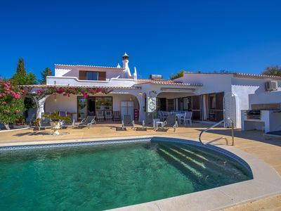 Photo for 6 Bedroom villa with heated pool walking distance of Carvoeiro!