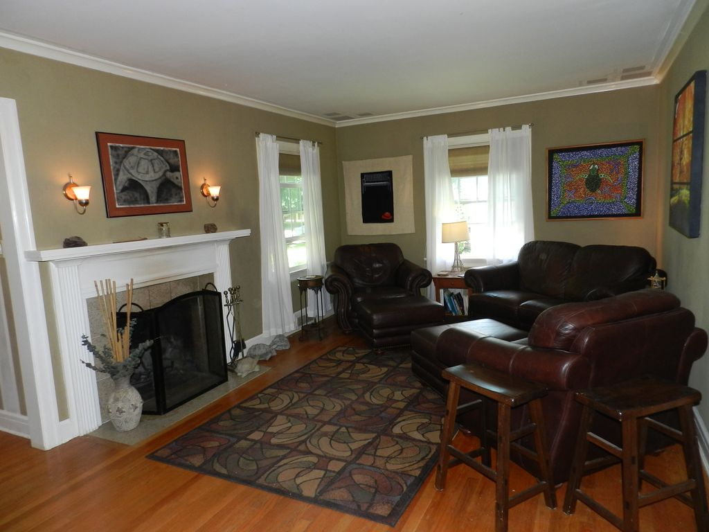 Living Room Furniture Springfield Mo Beautiful Cape Cod In The Heart Of Springfi Vrbo