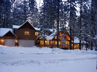 *WALK to Snow Summit*Hot Tub & Amenities Galore!*Large Luxury Family Cabin*